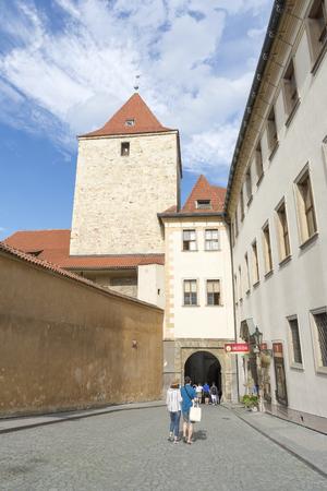 Ingang van het Lobkowicz-paleis, een deel van het kasteelcomplex van Praag. Het enige privé-gebouw in het complex en herbergt de collecties en het museum van Lobkowicz.