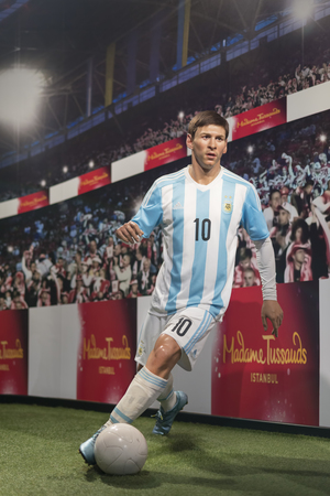 Wax sculpture of Lionel Messi at Madame Tussauds Istanbul. Messi is an Argentine professional footballer who plays as a forward for Spanish club Barcelona. Redactioneel