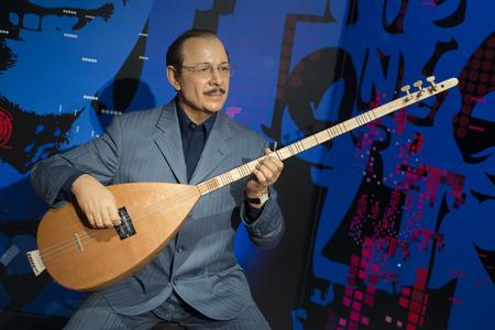 Wax sculpture of Neset Ertas, a Turkish folk music singer, lyricist, modern ashik and virtuoso of baglama on display at Madame Tussauds Istanbul. Editöryel