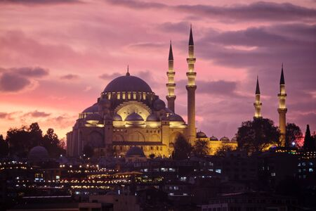 Suleymaniye Mosque At A Purple Sunset, Istanbul, Turkey Banco de Imagens