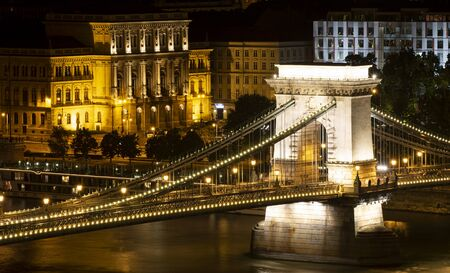Szechenyi Chain Bridge At Night, Budapest, Hungary Banco de Imagens