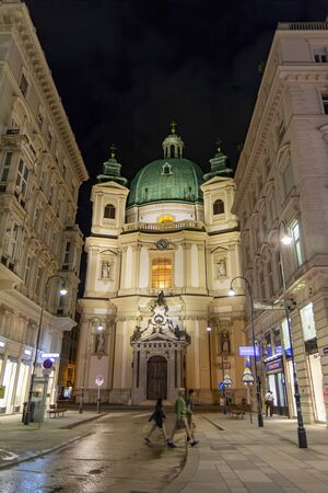 Exterior view of St. Peter's Church (Peterskirche), a Baroque Roman Catholic parish church in Vienna, Austria. Banco de Imagens