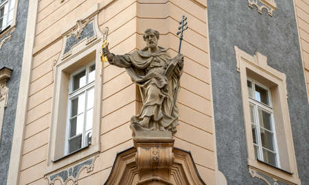 Baroque Statue of St. Peter on a Street Corner in Prague, Sculpture from the Turn of the 17th - 18th Centuries Standard-Bild