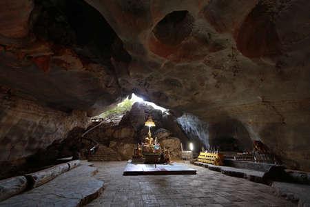 동굴에있는 부처님 스톡 콘텐츠