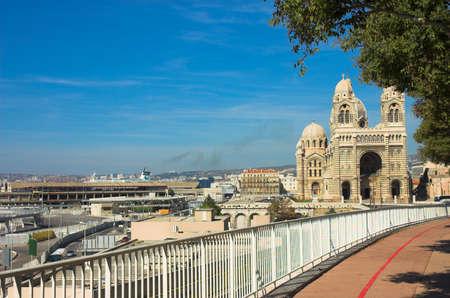 marseille: Notre-Dame de la Garde basiliek in Marseille, Frankrijk