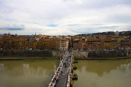 hadrian: Porte o Puente Sant'Angelo de Adriano en Roma, Italia
