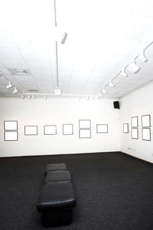 cadre: walls in museum with empty frames