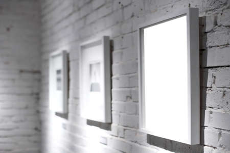 cadre: Three frames on white wall