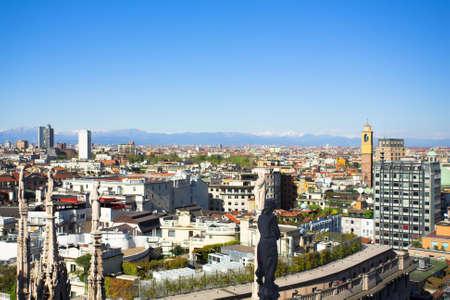 mil�n: Verano panorama techo del Duomo, Mil�n, Italia Foto de archivo