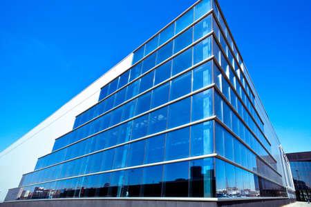 palazzo: Moderno edificio per uffici angolo blu Archivio Fotografico