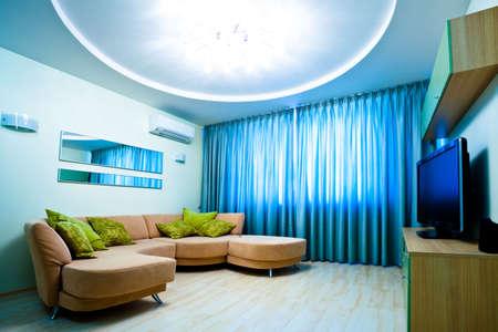 highend: Camera blu modern interior con TV e divano Archivio Fotografico