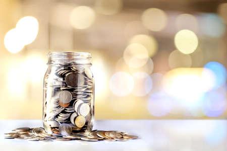 Donatiepot met kopie ruimte. Fondsenwerving, liefdadigheids- en reliëfwerk. Stockfoto