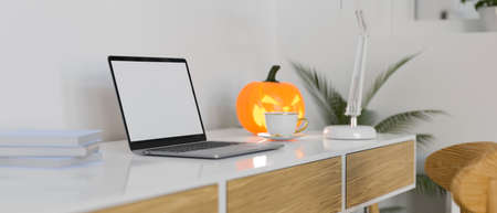 Side view of modern workspace with laptop, supplies and halloween decorations, 3D rendering, 3D illustration 版權商用圖片