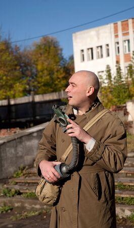 imminence: Hombres agradables en respirador y manto al aire libre Foto de archivo