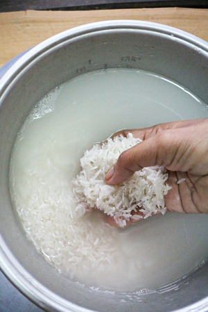rice cooker: Hung Wash rice as a food for eating  Stock Photo