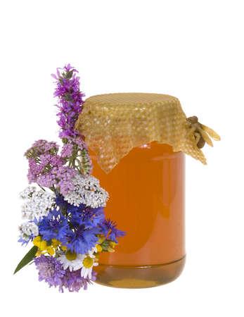 miele in vaso e fiori su sfondo bianco Archivio Fotografico