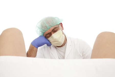 sala parto: ostetrico in aspettativa sul parto su sfondo bianco