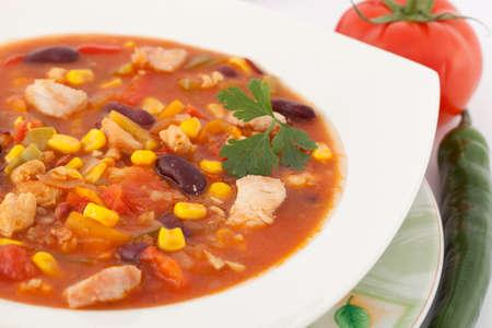 stark: stark w�rzig-mexikanische Suppe mit Gem�se in der Platte