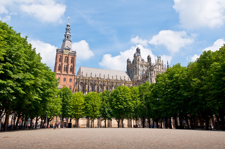 Beautiful Gothic style cathedral in Den Bosch, Netherlands Фото со стока - 33212628