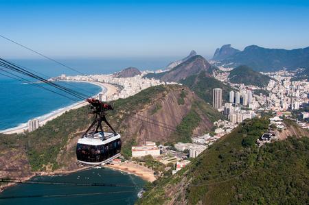 Cable Car Going to the Sugarloaf Mountain in Rio de Janeiro Foto de archivo