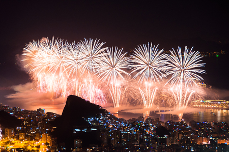 Worlds famous New Year firework show at Copacabana Beach Фото со стока - 93062737