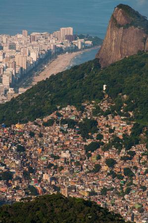 Grootste sloppenwijk in Zuid-Amerika, Favela da Rocinha, in Rio de Janeiro, Brazilië