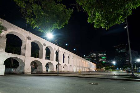 Famous Lapa Arches, Also Known as Carioca Aqueduct, at Night in Rio de Janeiro, Brazil Archivio Fotografico - 131683915