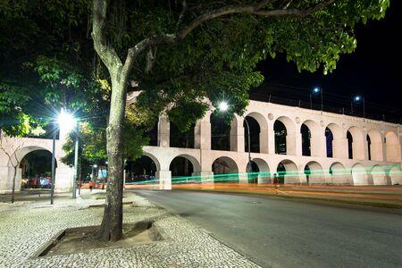 Famous Lapa Arches, Also Known as Carioca Aqueduct, at Night in Rio de Janeiro, Brazil Archivio Fotografico - 131683048