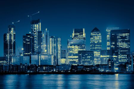 Night Time Skyline View of Modern Business District Canary Wharf in London Banco de Imagens