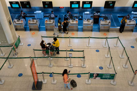 Rio de Janeiro, Brazil - July 16, 2020: Very few travelers at the check in counter at Santos Dumont airport during the Coronavirus pandemic. Редакционное