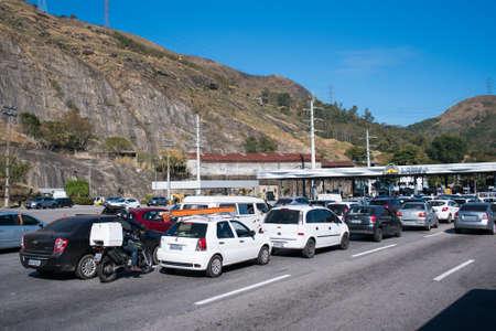 Rio de Janeiro, Brazil - August 5, 2020: Highway traffic jam on pay toll station of the Yellow Line (Linha Amarela). Фото со стока - 153614795