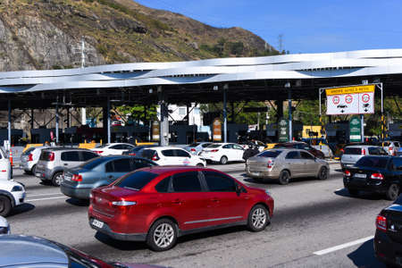 Rio de Janeiro, Brazil - August 5, 2020: Highway traffic jam on pay toll station of the Yellow Line (Linha Amarela). Фото со стока - 153614793