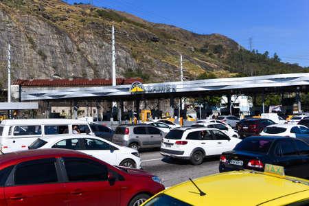 Rio de Janeiro, Brazil - August 5, 2020: Highway traffic jam on pay toll station of the Yellow Line (Linha Amarela). Редакционное