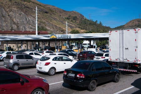 Rio de Janeiro, Brazil - August 5, 2020: Highway traffic jam on pay toll station of the Yellow Line (Linha Amarela). Фото со стока - 153614797