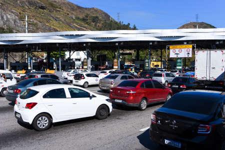 Rio de Janeiro, Brazil - August 5, 2020: Highway traffic jam on pay toll station of the Yellow Line (Linha Amarela). Фото со стока - 153614798
