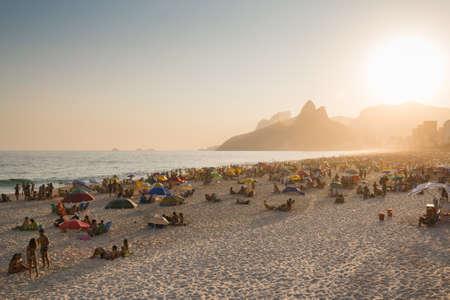 Rio de Janeiro, Brazil - September 13, 2020: Brazilians enjoy sunny Sunday afternoon at the Ipanema beach. Фото со стока - 155893891