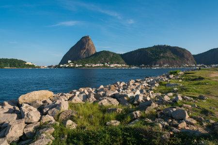 Rocky Coast of Flamengo Park With Sugarloaf Mountain View in Rio de Janeiro Фото со стока