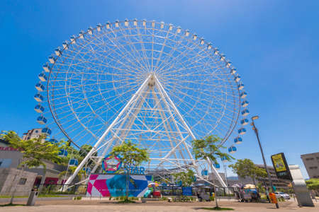 Rio de Janeiro, Brazil - January 18, 2021: Rio Star ferris wheel in revitalized part of the city is 88 meters (289 feet) high. Standard-Bild - 167120693