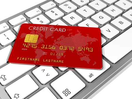 tarjeta de credito: Tarjeta de cr�dito roja en un teclado de computadora