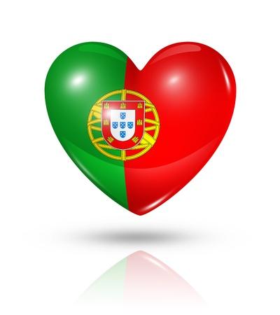 drapeau portugal: Amour Portugal symbole. Icône de drapeau du coeur 3D isolé sur blanc avec chemin de détourage