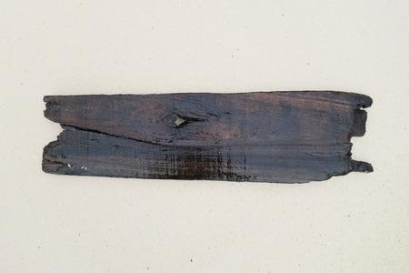 oude houten plank plank op een strand