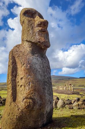 rapanui: Moai estatua, ahu Tongariki, isla de pascua, Chile Foto de archivo