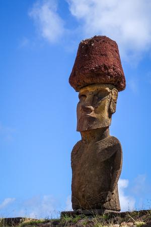 Sitio de las estatuas de Moais ahu Nao Nao en la playa de Anakena, isla de pascua, Chile Foto de archivo