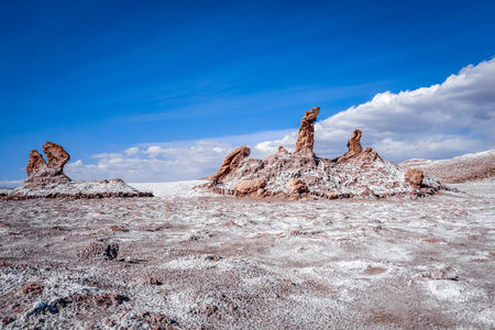 tres: Las tres Marias rocks in Valle de la Luna in San Pedro de Atacama, Chile