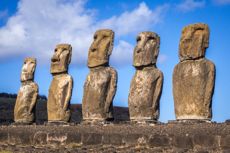 Moais estatuas, ahu Tongariki, isla de pascua, Chile