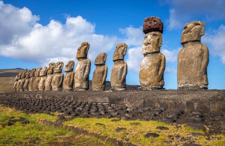 Moais statues, ahu Tongariki, easter island, Chile Archivio Fotografico