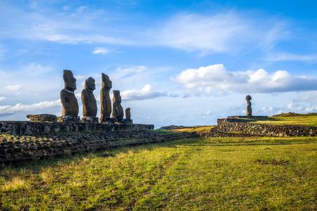 Estatuas de Moais, ahu ko te riku, isla de pascua, Chile