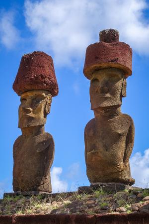rapanui: Moais statues site ahu Nao Nao on anakena beach, easter island, Chile