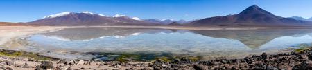avaroa: Clear altiplano laguna panoramic in sud Lipez reserva Eduardo Avaroa, Bolivia