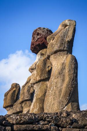rapanui: Moais statues, ahu Tongariki, easter island, Chile Foto de archivo